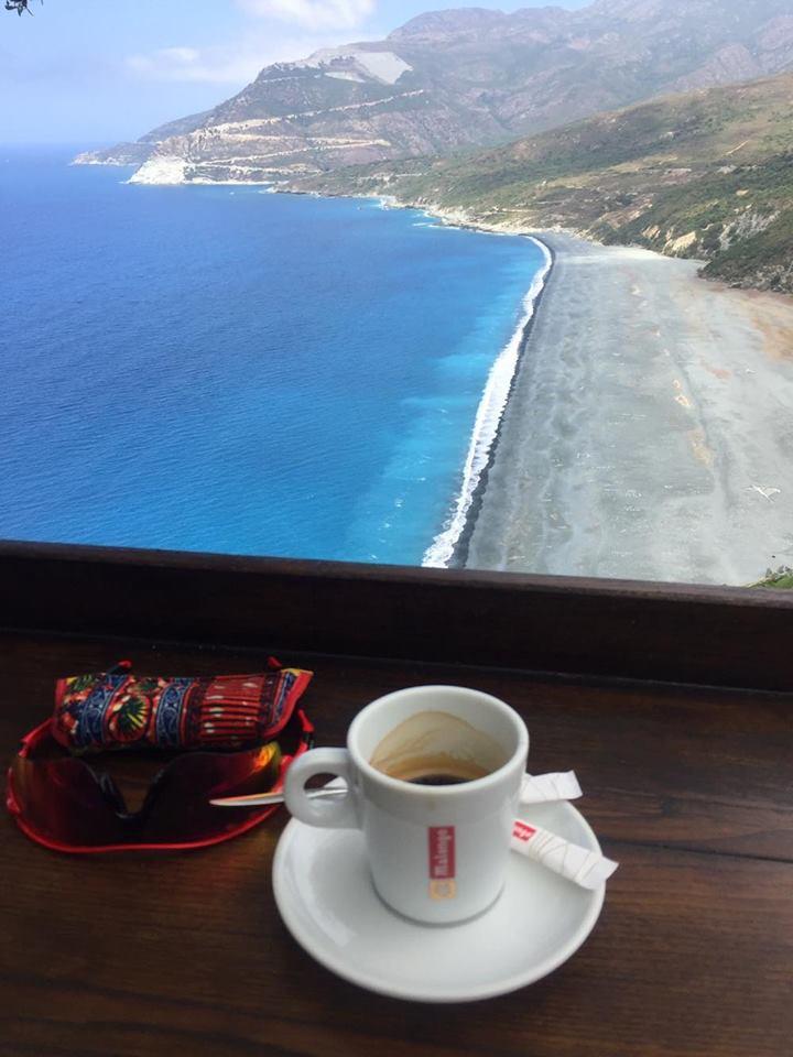 Pause café à Nonza