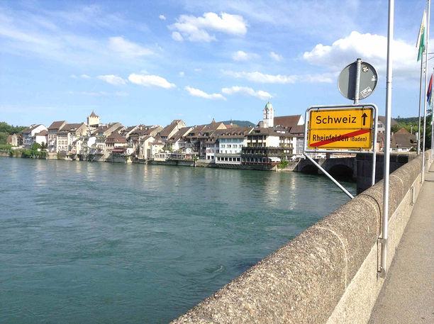 D'un côté l'Allemagne, de l'autre la Suisse