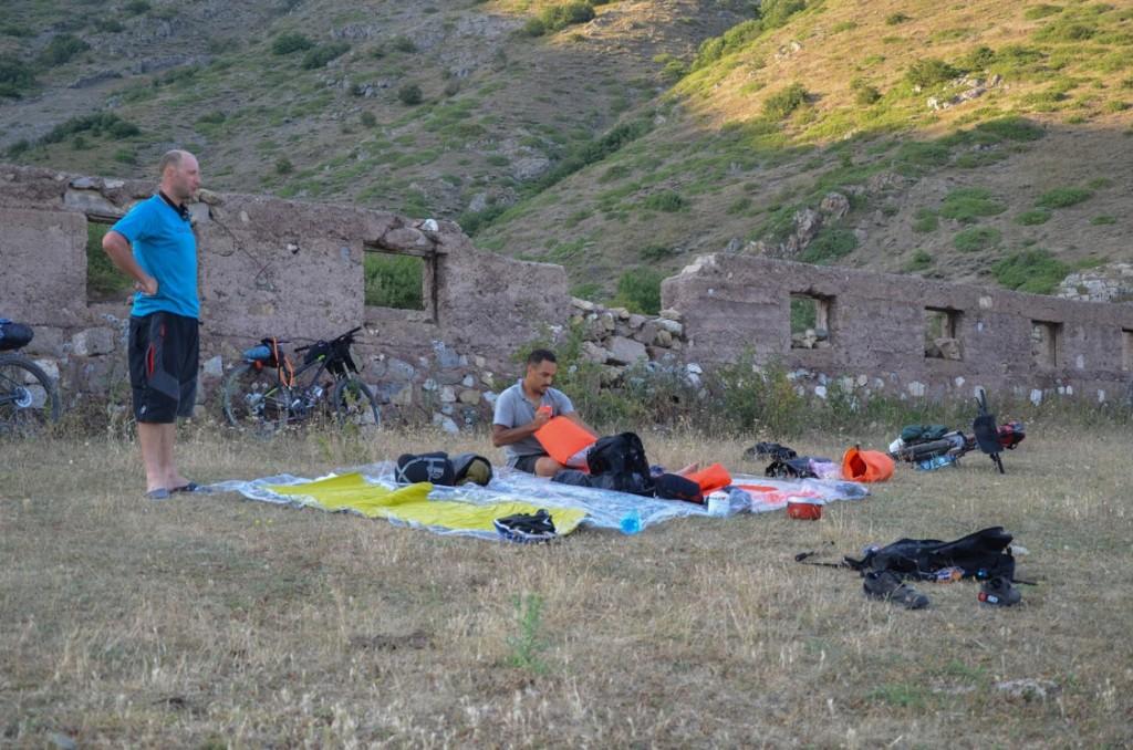 Tente camping sauvage montagnes arménie