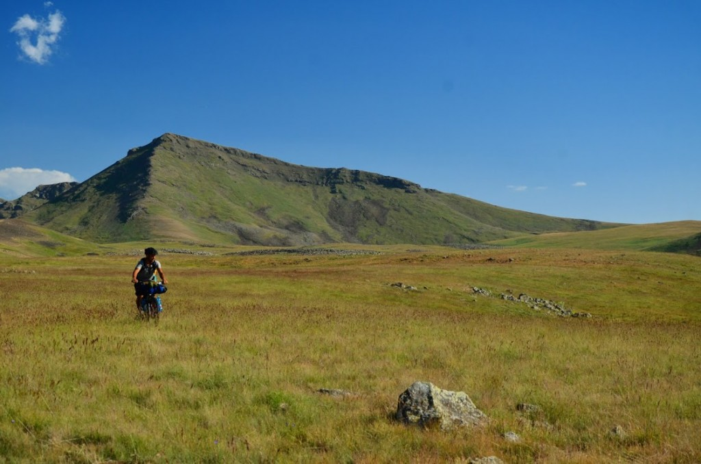 Vélo en Arménie montagne bikepacking