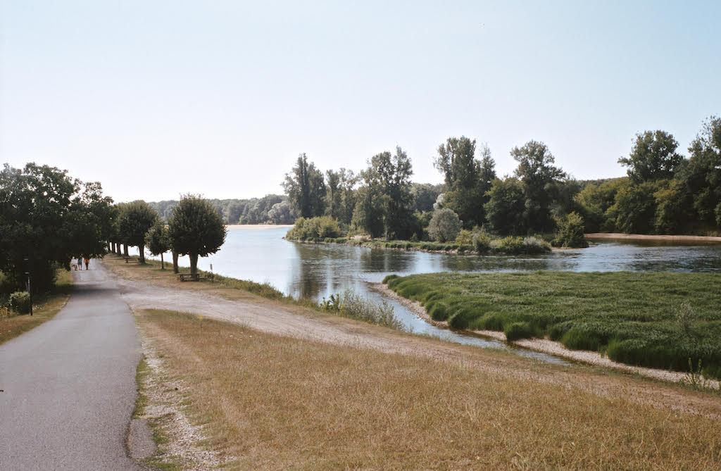 Passage le long du Canal Latéral à la Loire à Digoin